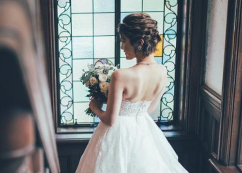 ウェディングドレスの背中